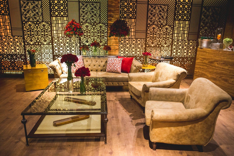 lounge em tons de vermelho