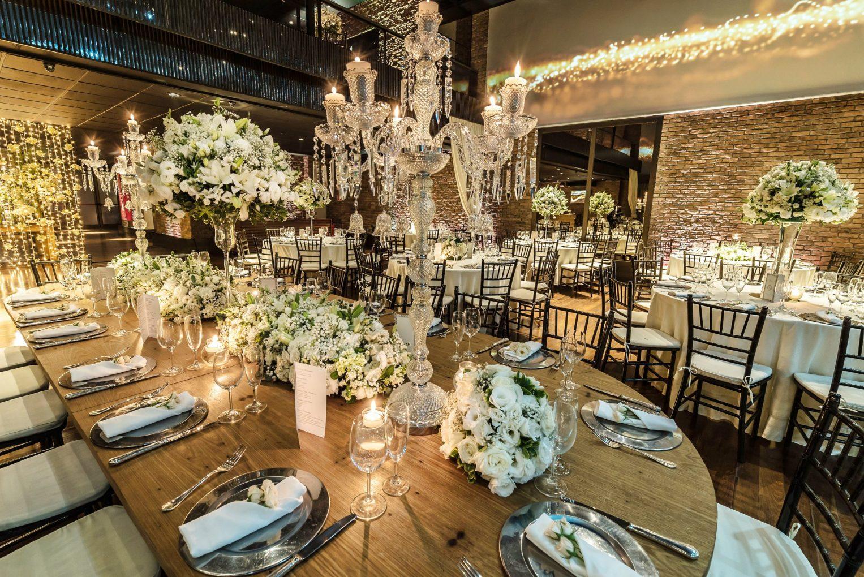 mesa banquete decoração branca