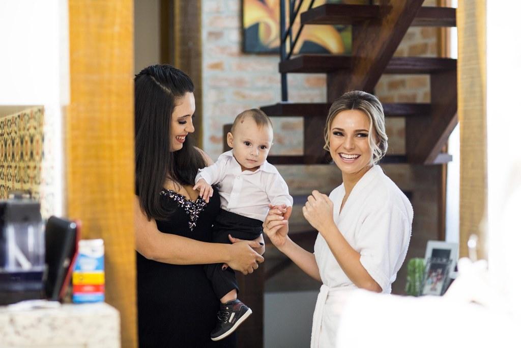 noiva com bebê