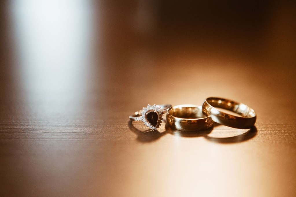aliança e anel de noivado