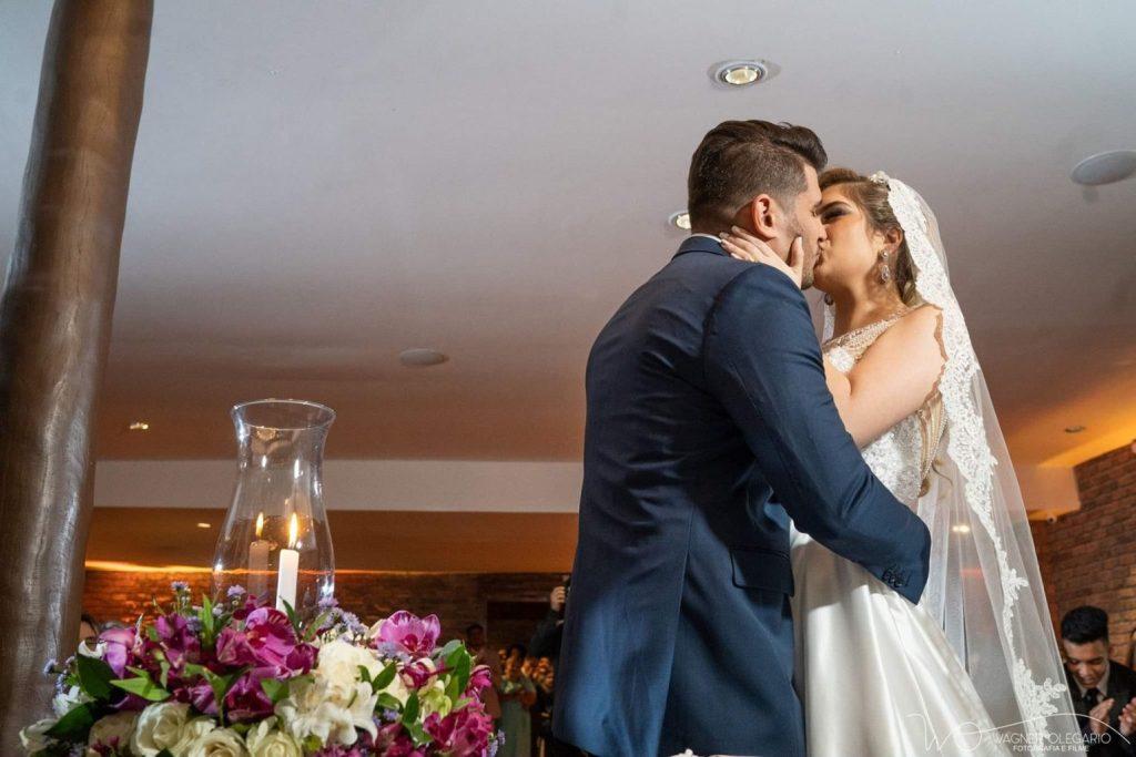 Beijo-noivos-casamento-casa-do-ator