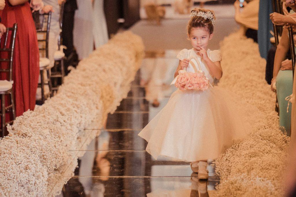 cerimônia de casamento com daminha