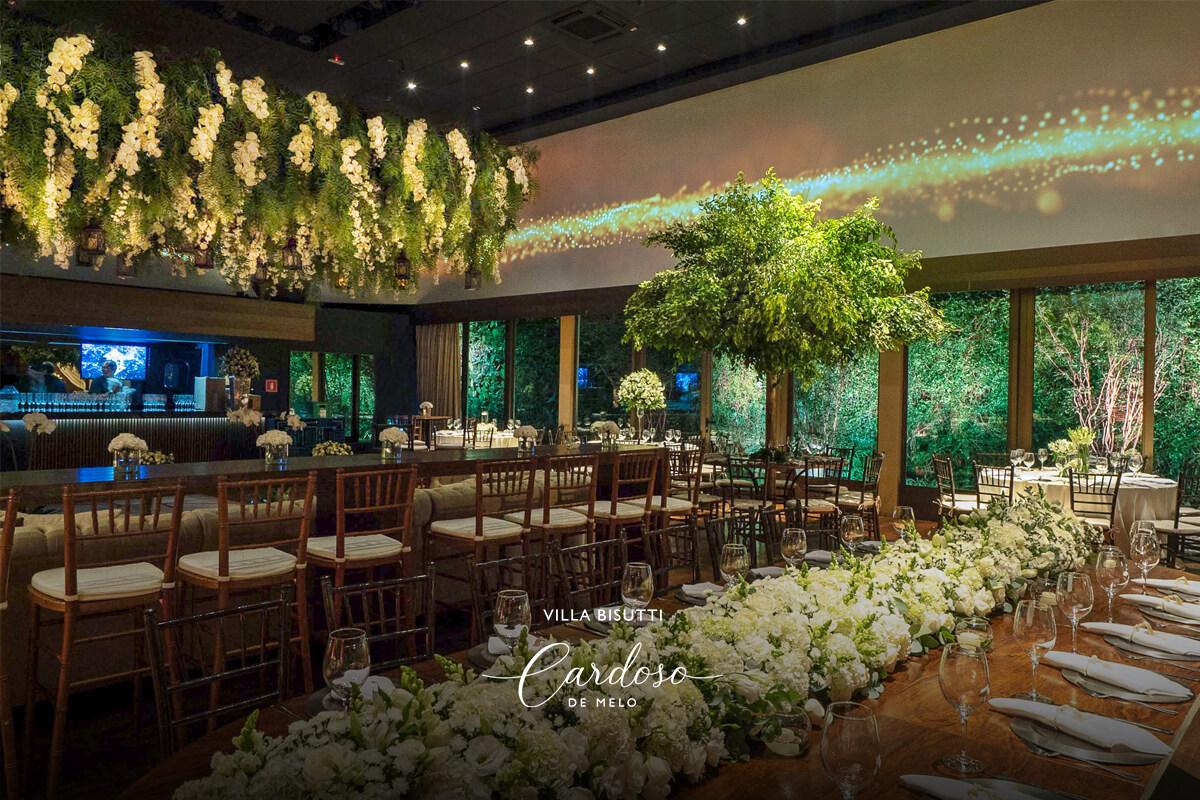 Flores e folhagens na decoração