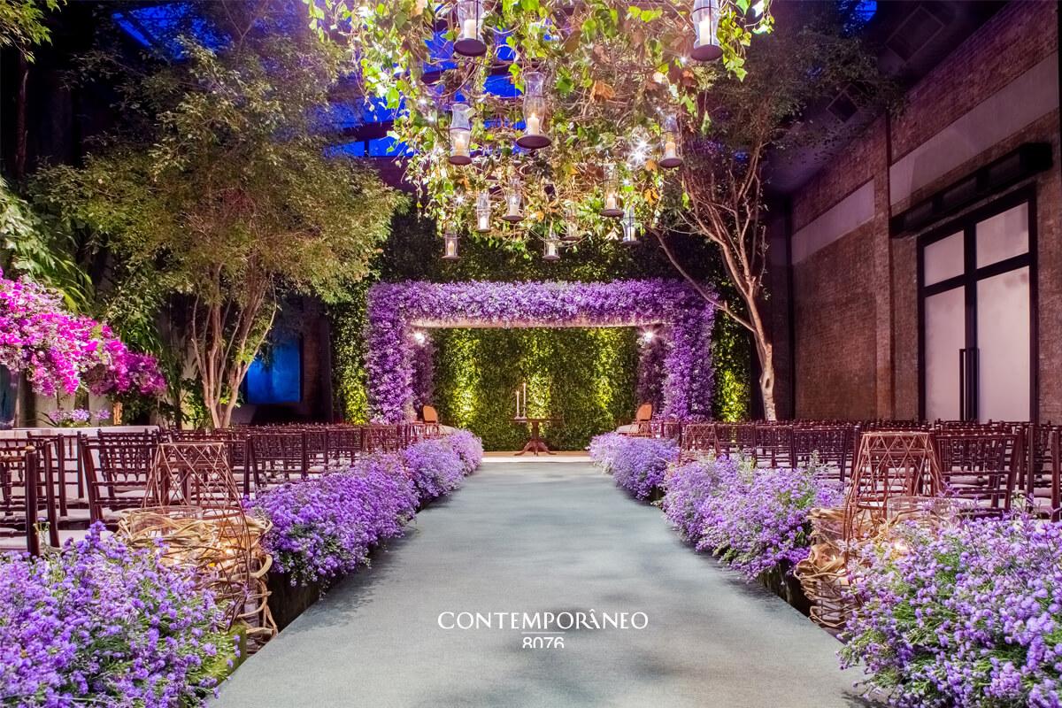 Cerimônia de Casamento cheia de flores