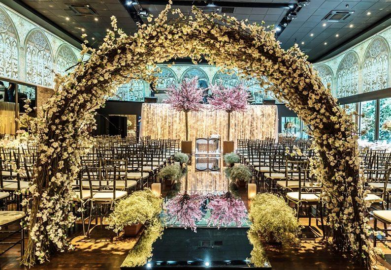 Arco de Flores — Conheça Essa Tendência E Arrase No Seu Casamento!
